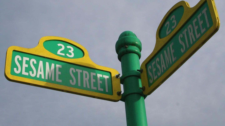 "<a href=""https://www.flickr.com/photos/gavinmusic/96723132"" target=""_blank"" rel=""noopener noreferrer"">Sesame Street | © Gavin St. Ours / Flickr</a>"