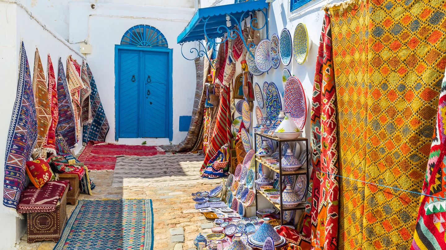 Colorful rugs for sale, Sidi Bou Said, Tunisia | © eFesenko/Shutterstock
