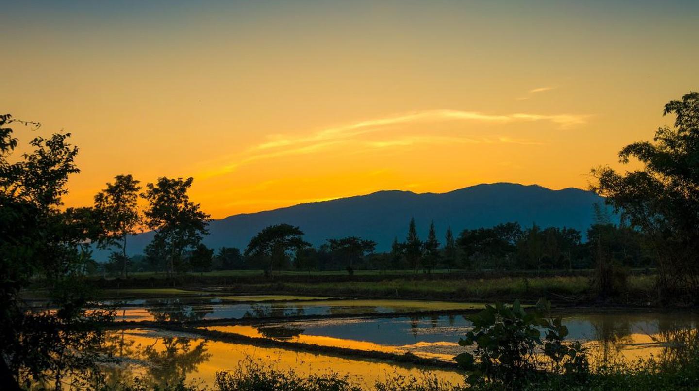 Sunset Mountain   © Courtesy of qimono/Pixabay