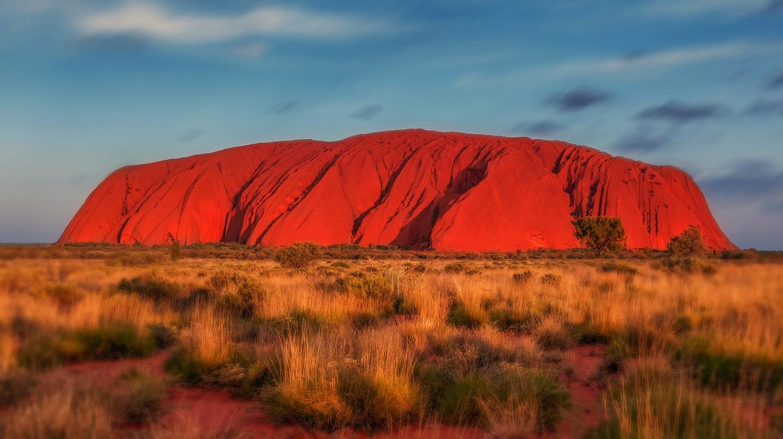 https://pixabay.com/en/uluru-australia-monolith-2058380/