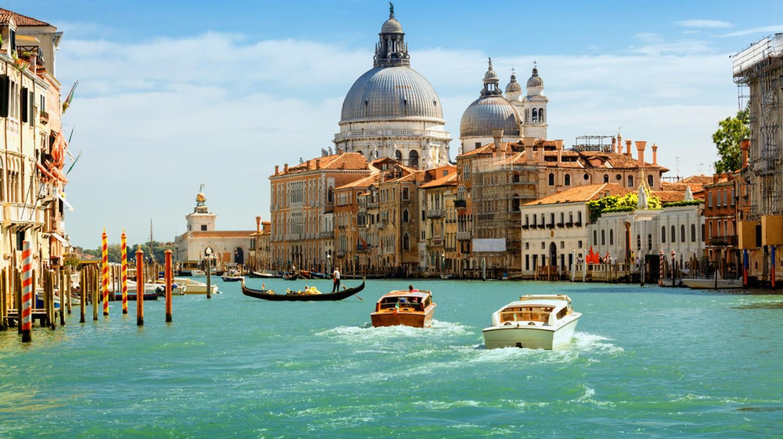 Grand canal and Basilica Santa Maria della Salute, Venice, Italy | © Phant / Shutterstock
