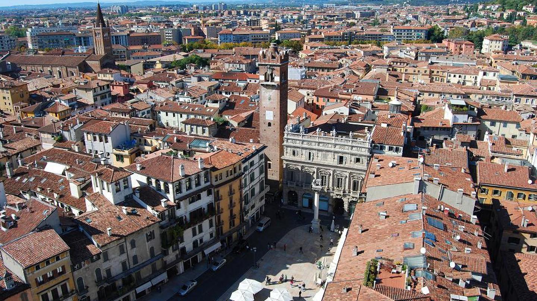 Verona seem from up high on Lamberti tower | Wikimedia Commons
