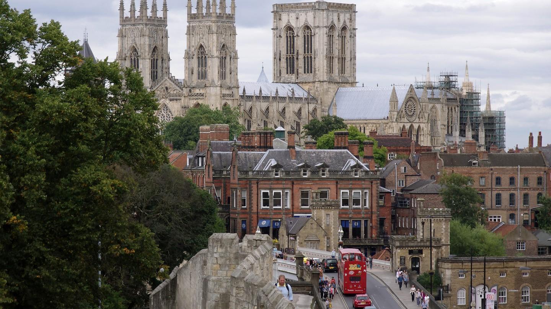 York and the city wall | © Matt Buck/Flickr