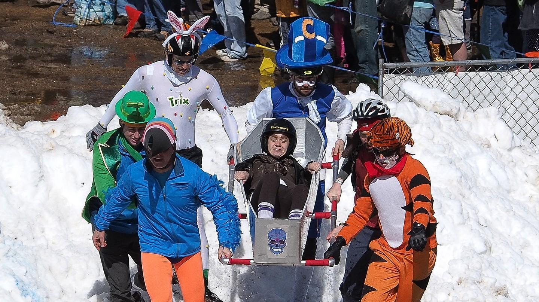 Coffin Racing at Frozen Dead Guy Days | © CL.Baker / Flickr