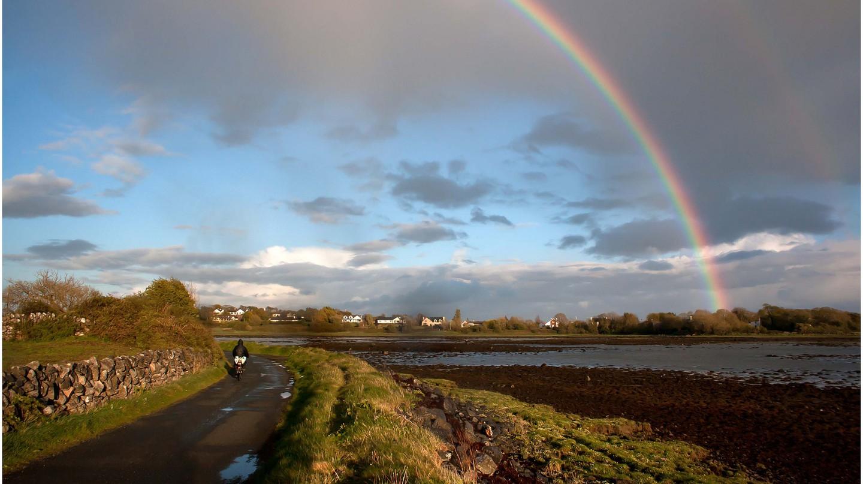 Rainbow over Mweeloon Bay, Oranmore | © Eoin Gardiner / Flickr