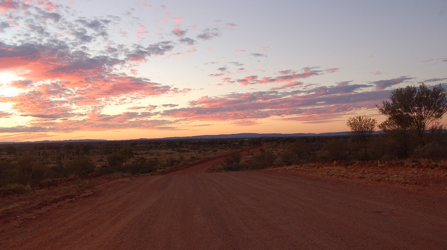 Dusk on Finke Road  | tensaibuta/Flickr