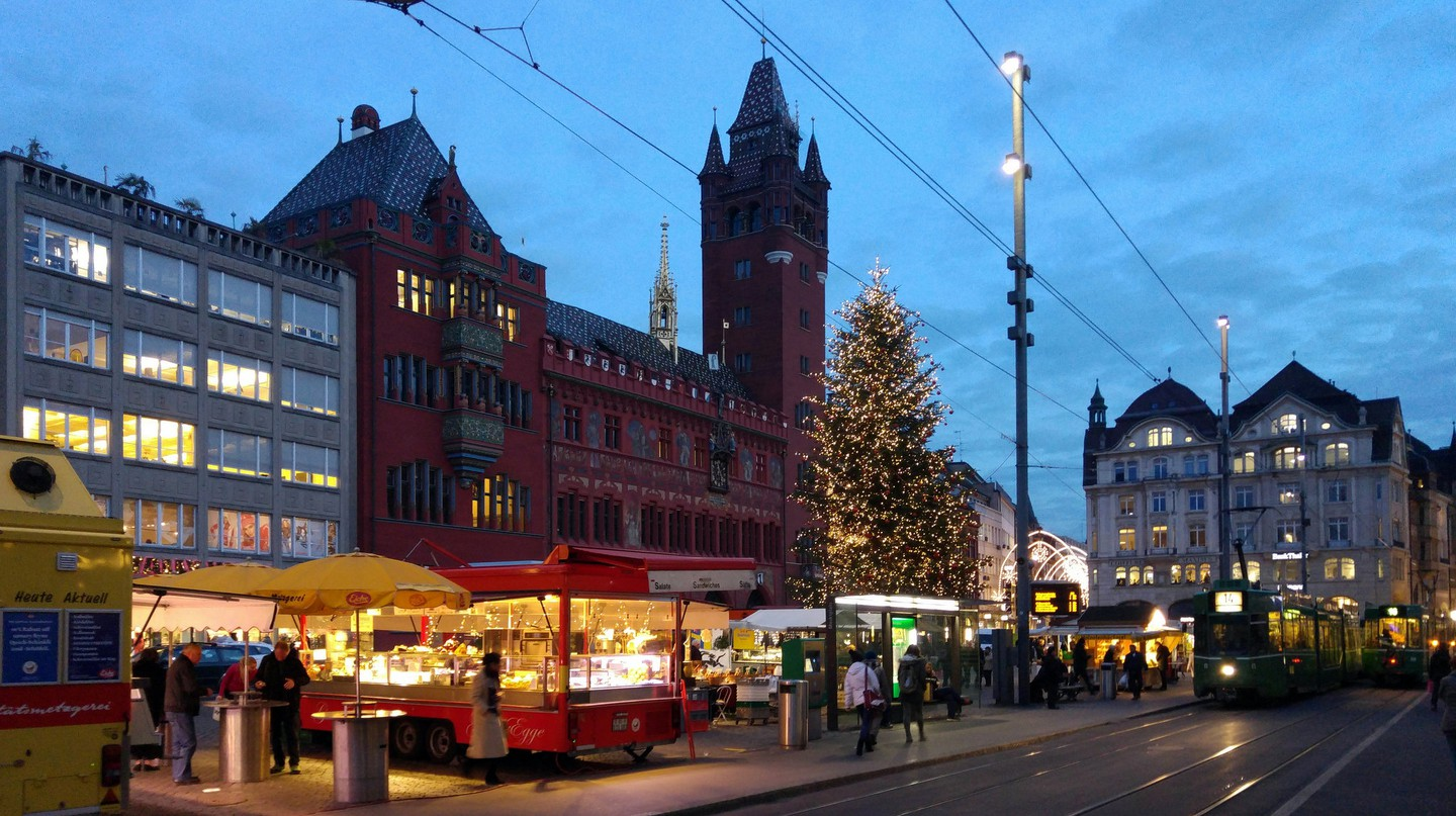 Basel's Marktplatz bustles during market hours | © xlibber/ Flickr