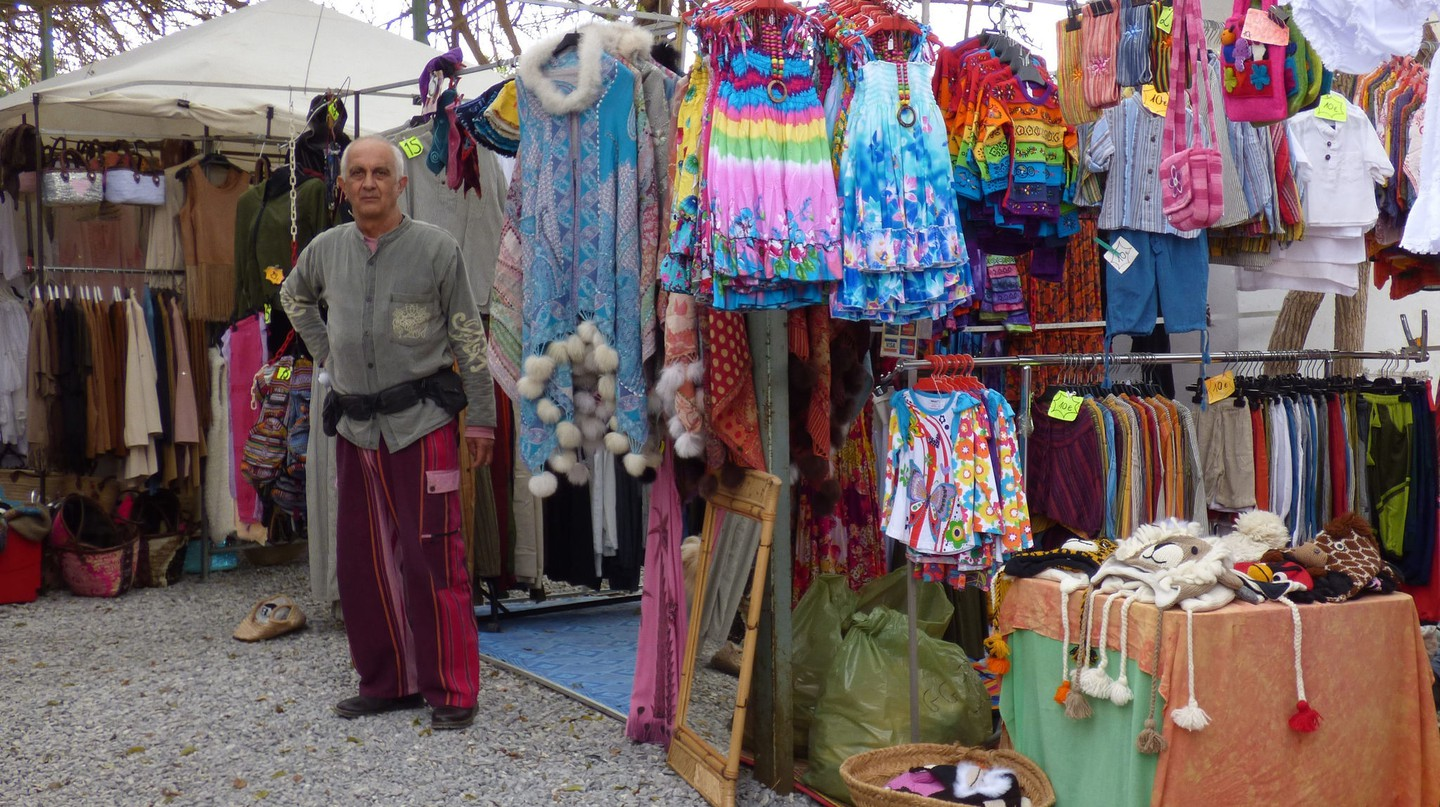 Las Dalias Flea Market © juantiagues / Flickr