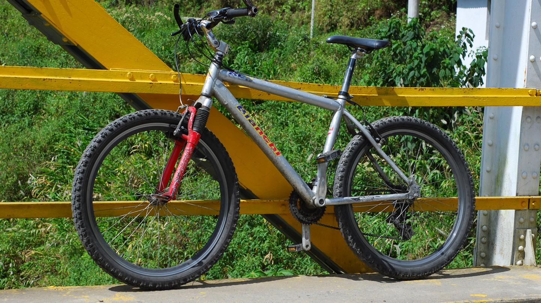 Rented Mountain Bike, Baños, Ecuador | © Eric Chan / Flickr