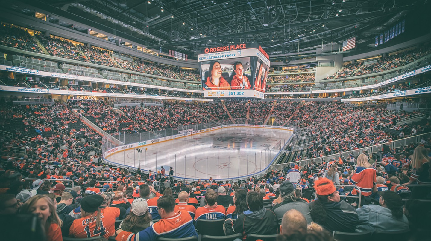 The crowd at a Canadian hockey game | © IQRemix / Flickr