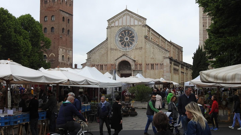 Piazza San Zeno full of stands | mountjoy/Flickr