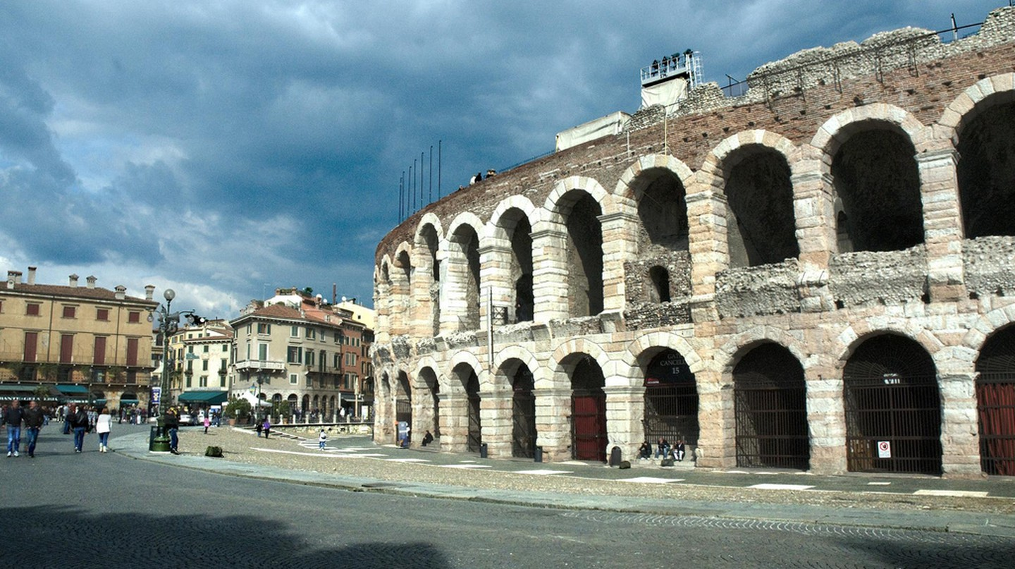 Verona's Arena seen from the street | 40360866@N03