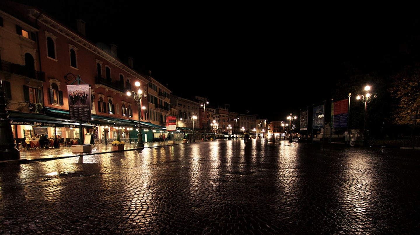 Verona by night | mrzeon/Flickr
