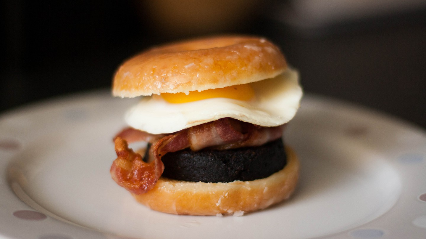 A doughnut breakfast butty | © Catrin Austin / Flickr