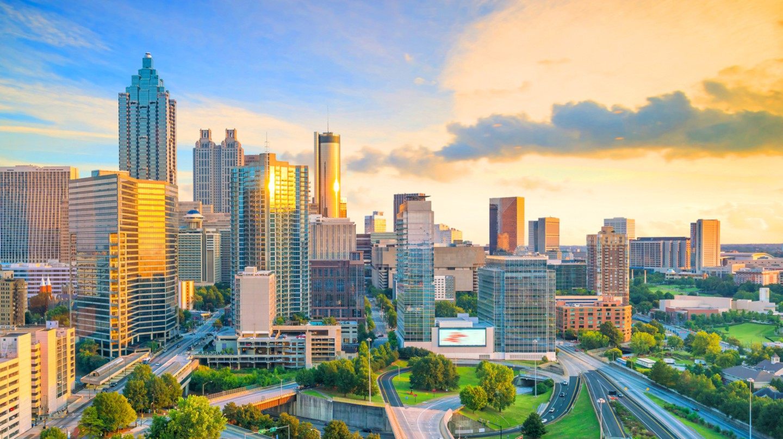 Skyline of Atlanta city at sunset in Georgia, USA | © f11photo/Shutterstock