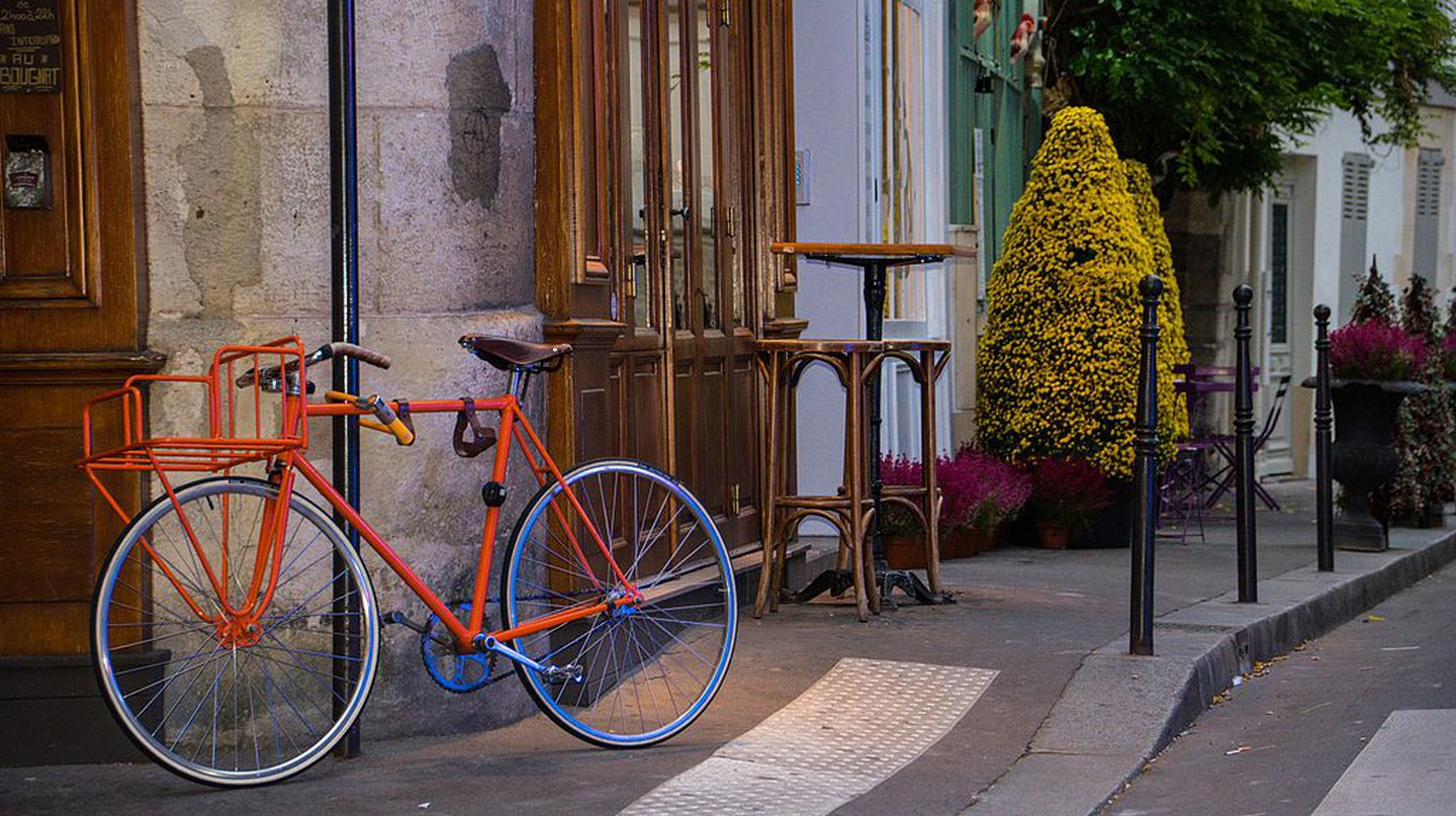 Bicycle, 26 Rue Chanoinesse, Paris │© Maria Eklind / Wikimedia Commons