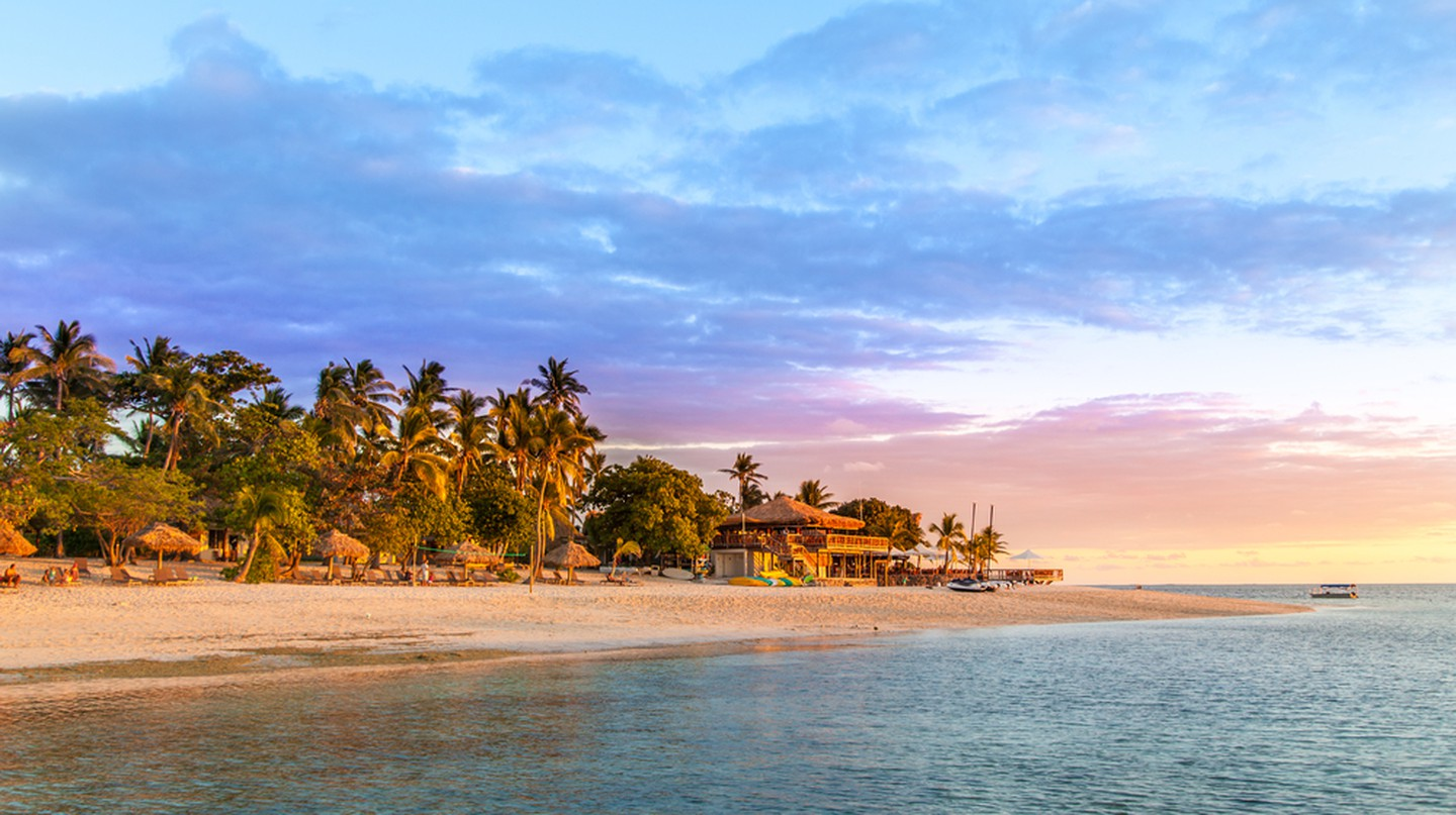 Sunset in the magical Mamanuca Islands   © Bell-Davey Photography/Shutterstock