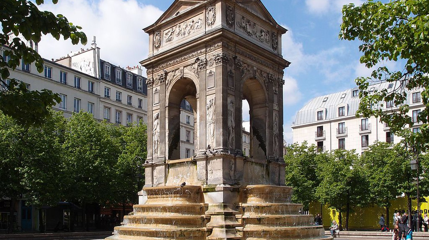 """<a href = """"https://commons.wikimedia.org/wiki/File:Fontaine_des_Innocents,_Paris_5_May_2013.jpg""""> Fontaine des Innocents, Paris 