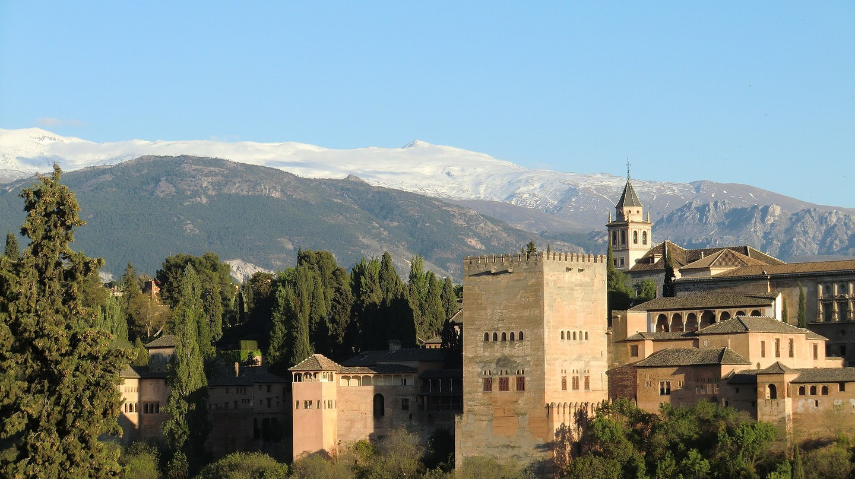 Granada's mighty Alhambra fortress; GFXTemplate, pixabay