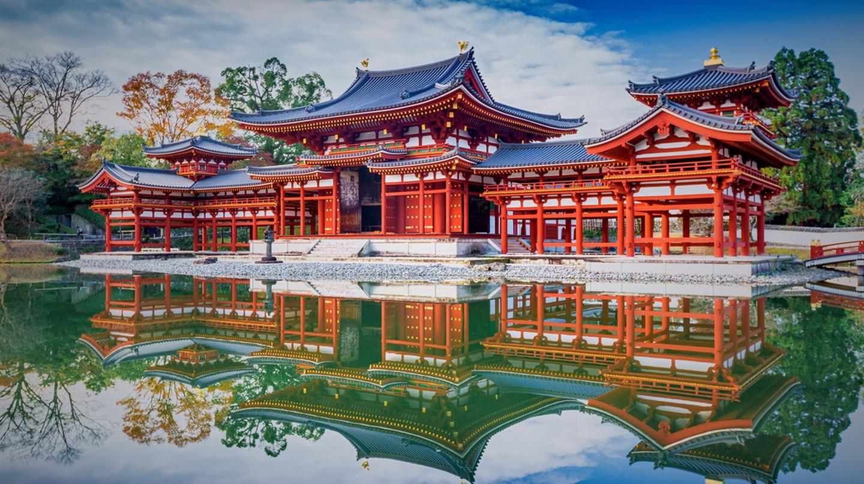 Uji, Kyoto, Japan - famous Byodo-in Buddhist temple, a UNESCO World Heritage Site. Phoenix Hall building | © Blue Sky Studio / Shutterstock