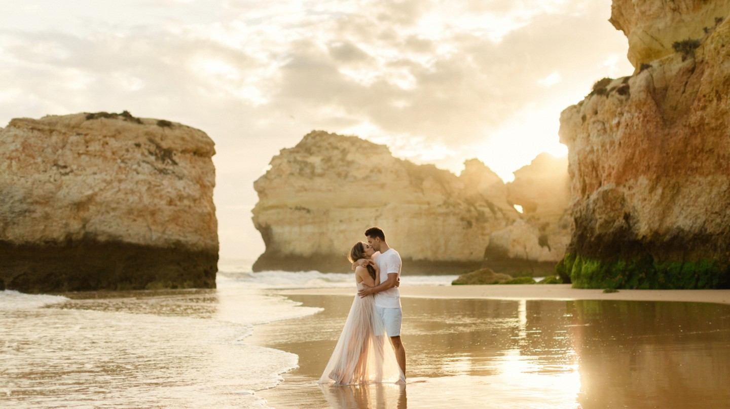 The Algarve provides the perfect romantic setting | © Matt and Lena Photography