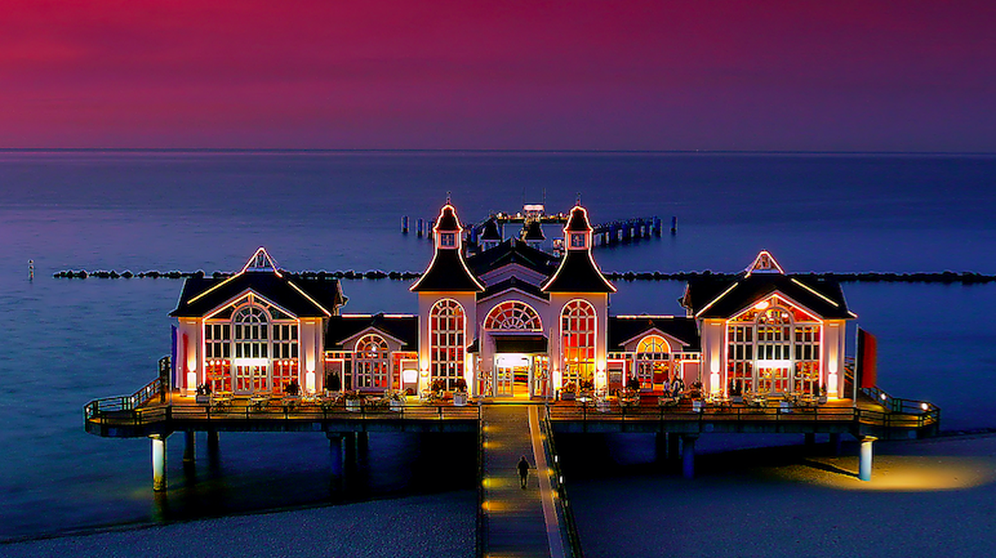 The pier at dusk, Sellin, Germany | Wikimedia