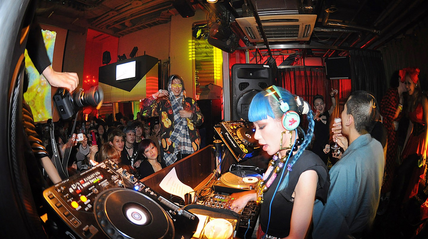 Mademoiselle Yulia DJ set/Night In Shibuya | © dat'/ Flickr