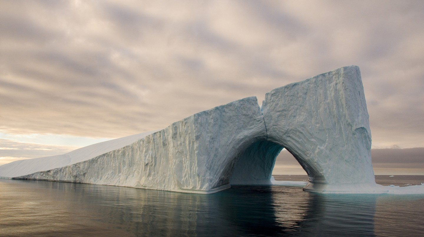 Cruising the Arctic Circle | © City Escapes Nature Photo / Shutterstock