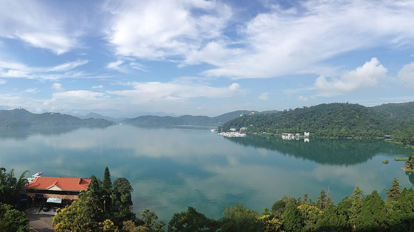 View of Sun Moon Lake  | © WeiHsiang Wang/ Wikimedia commons
