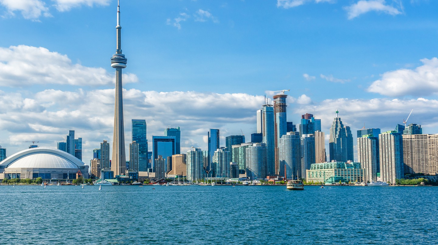 The beautiful Toronto's skyline over Lake Ontario. Urban architecture. Ontario, Canada | © Kiev.Victor / Shutterstock