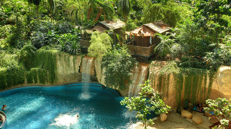 Waterfall Lodge   © Tropical Islands Resort/ Wikimedia Commons