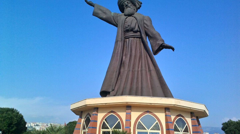 Rumi monument in Izmir | © İncelemeelemani/ WikiCommons