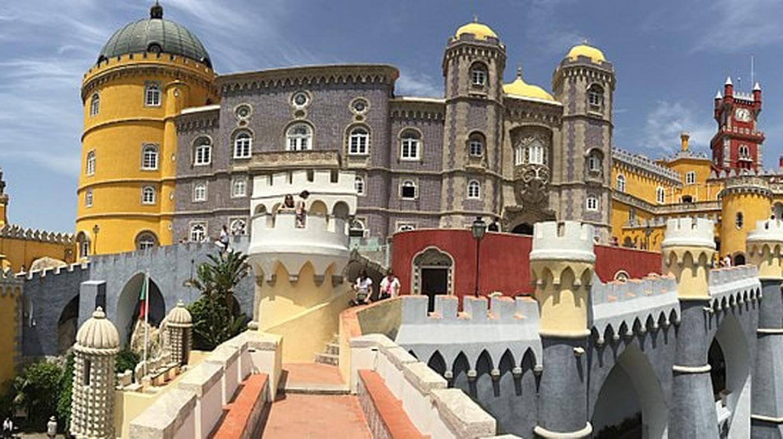 Romantic Pena Palace © Emin Başar ÖZDEMİR / Wikimedia Commons