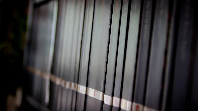 "<a href = ""https://www.flickr.com/photos/johnerlandsen/14917685057/in/photolist-oJe33v-rxxmpR-6DMJR3-2cWNX-8fwvFX-bRhFD6-5Td3A2-9hCgkS-9s8JH1-cxa1zW-5tFwKC-VC2okf-kkVZ-stax5M-rFAsRz-jMJZt2-6LfrPu-dAFnw1-bDn3i-rpeMXX-86HcPz-86LsMW-7uGkNf-49HGS-7ScLXL-bCWhDp-9rMQs7-eksui6-ifNkFL-6Ws8Y2-nVNJt-9e9Rsh-6owgZr-jwzidx-9AKqBq-bzJ5eH-7dGVpZ-cQay4s-gKDihZ-dQA9Yw-DgS3HJ-751zjW-7NfDvF-3mtNJf-p9bx1w-5rVu5-7YaiaG-569wMG-cB8195-4Y2J9A""> Row of Books | © John Erlandsen/Flickr"