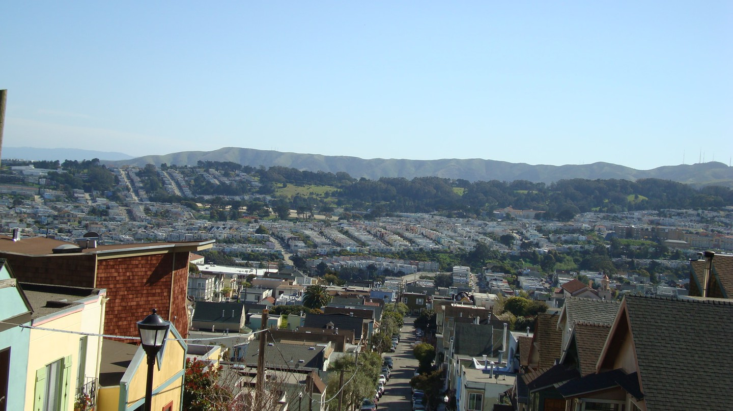"<a href=""https://www.flickr.com/photos/smi23le/2367030203/"" target=""_blank"" rel=""noopener noreferrer"">The Outer Mission from Bernal Heights 