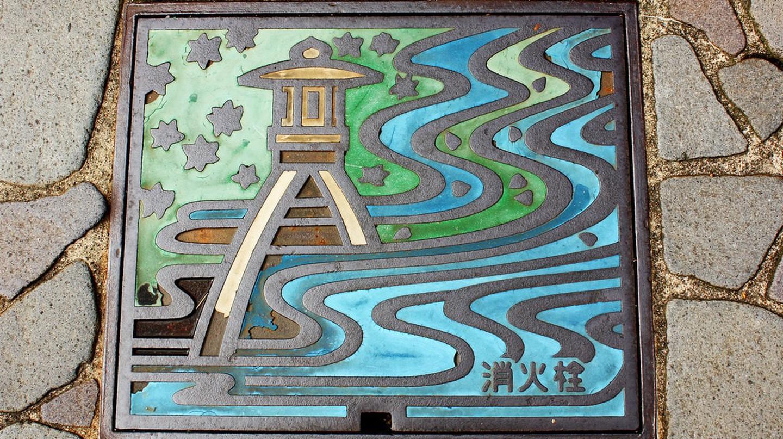 Full-color manhole cover in Kanazawa, Japan  | © Andrea Schaffer / Flickr