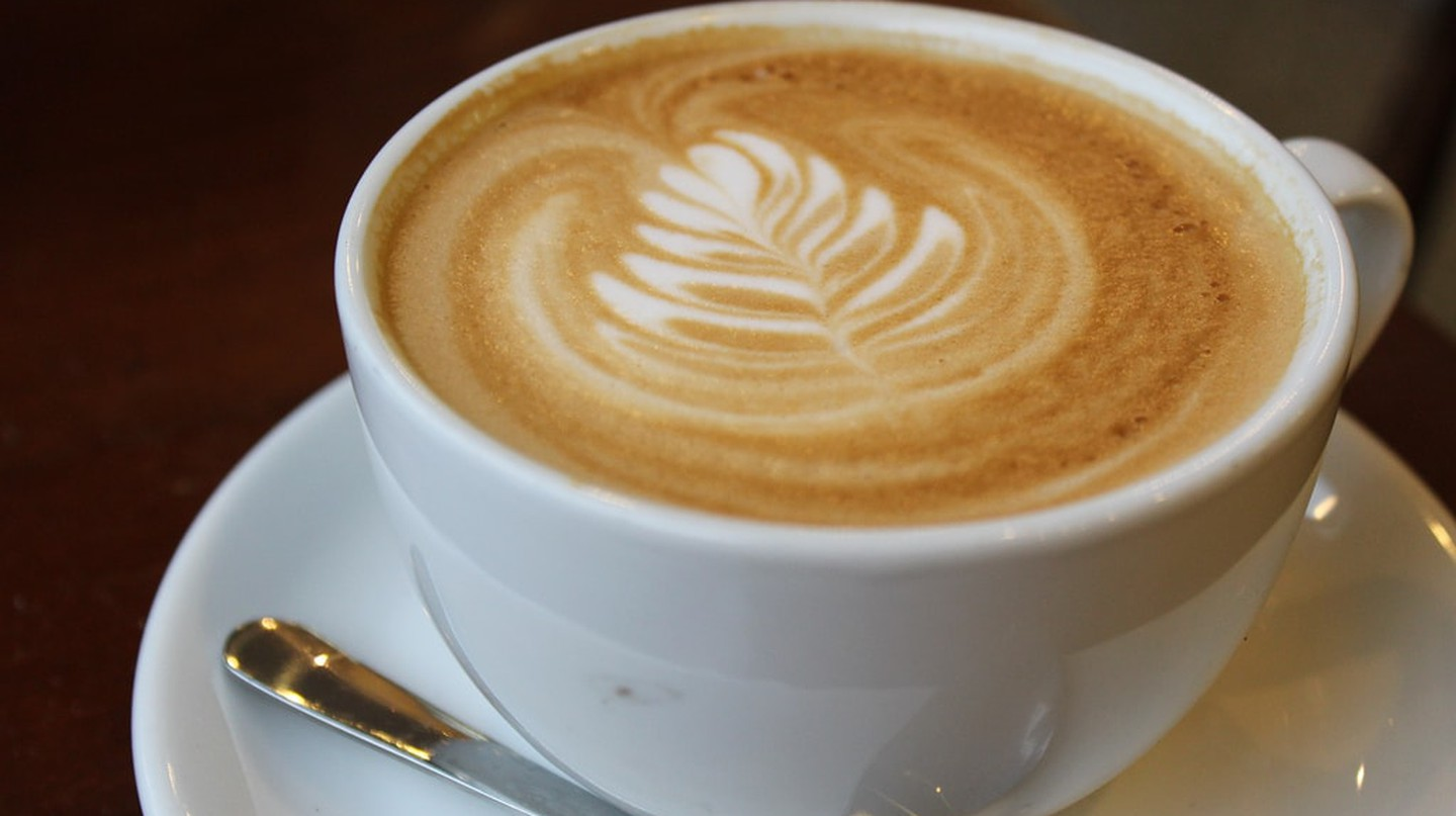 Moka serves delicious coffees close to a tranquil lake