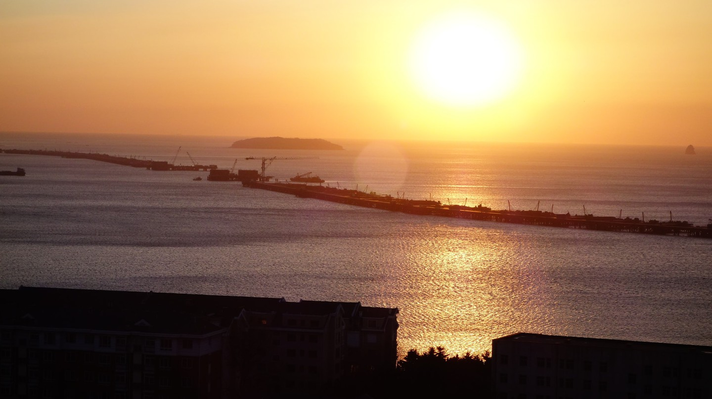 Sunrise in Dalian | ©movingtea/Flickr