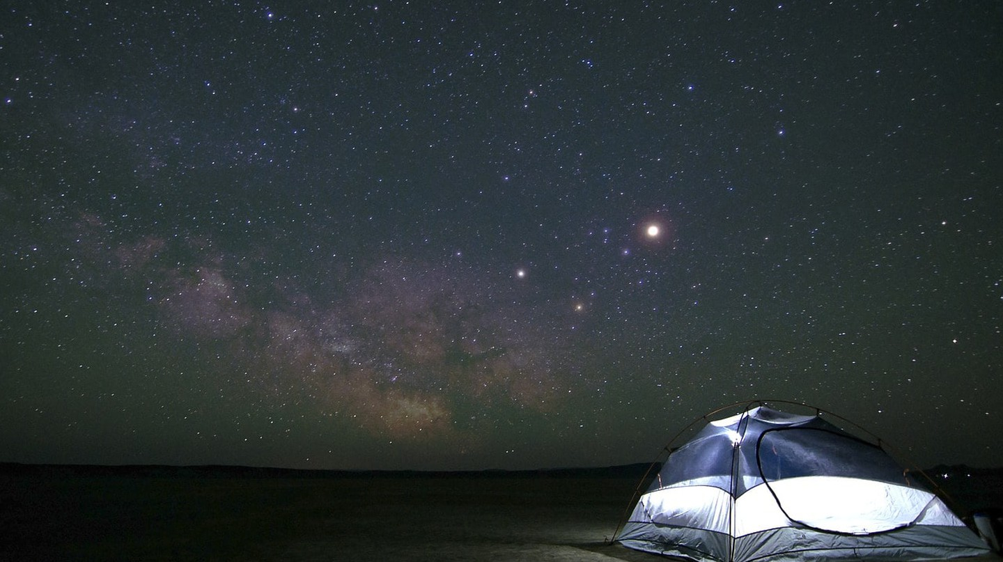 Do some stargazing when camping | © Pexels / Pixabay