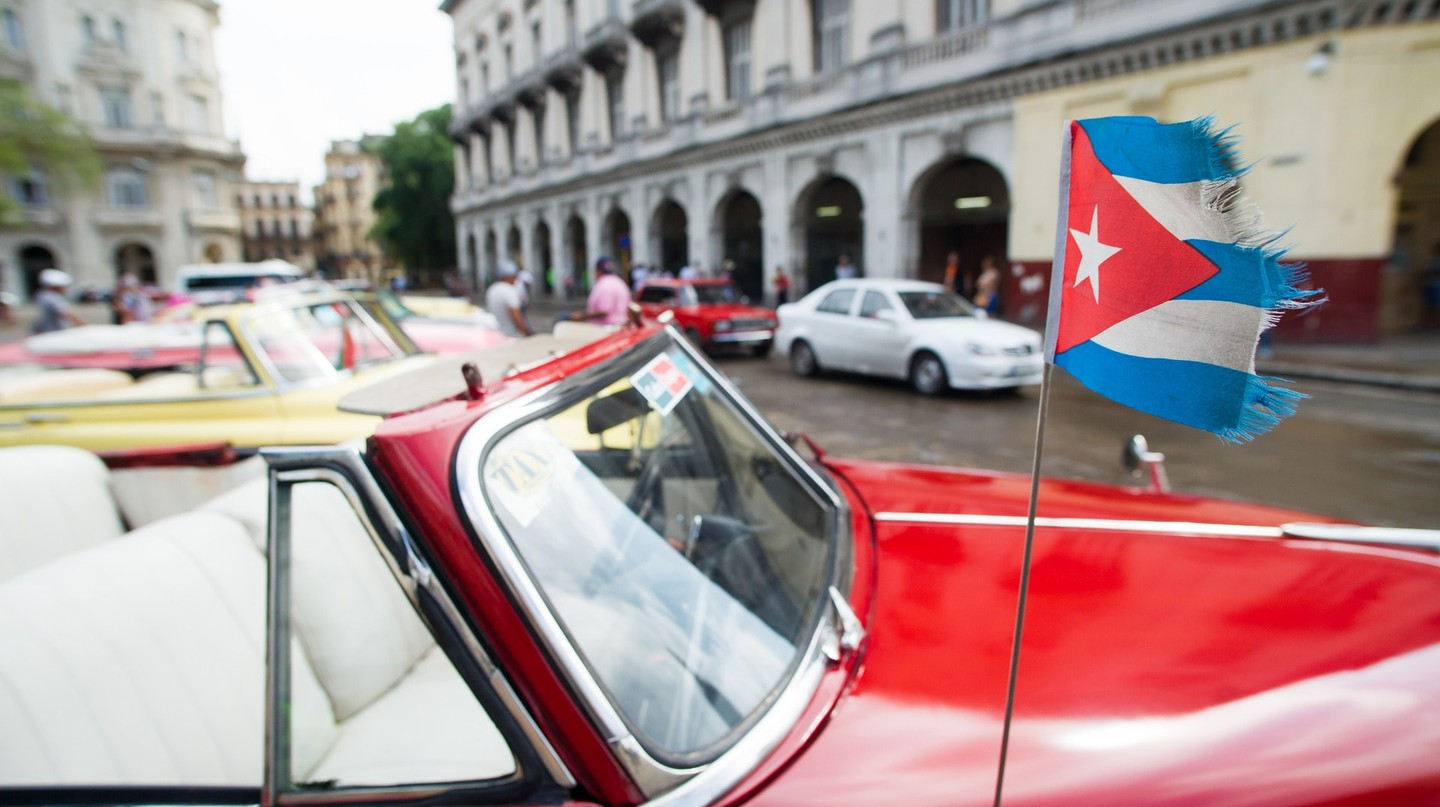 Classic car with Cuban flag | © flunkey0 / Pixabay