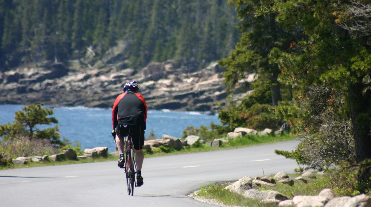 Siteseeing on a bicycle in Acadia National Park  | © Jean Beaufort/PublicDomainPictures