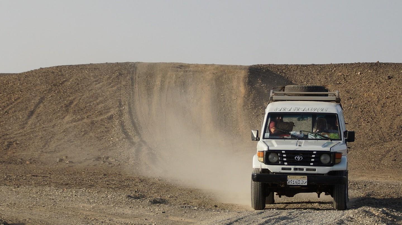 Jeep in a desert | © Iva Balk / Pixabay