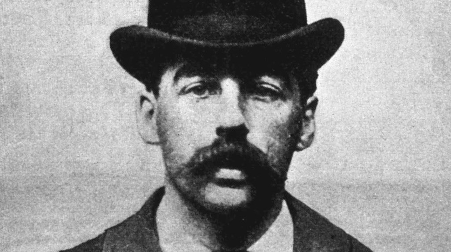 How Did the Serial Killer HH Holmes Shape Chicago's History?