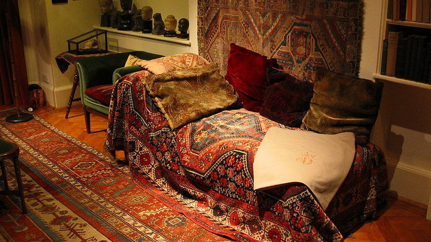 Sigmund Freud's psychoanalytic couch | © ROBERT HUFFSTUTTER/Flickr