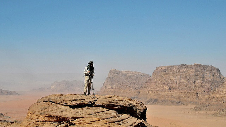 Hiking in Wadi Rum desert | © HikinginJordan/Flickr