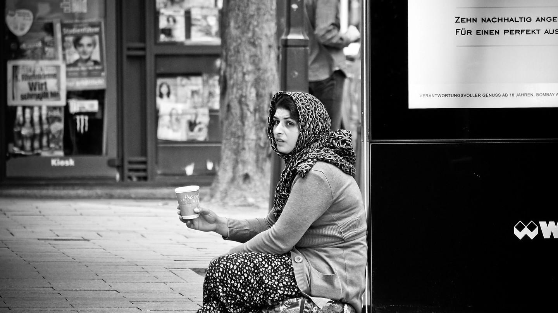 Homeless woman | Pixabay