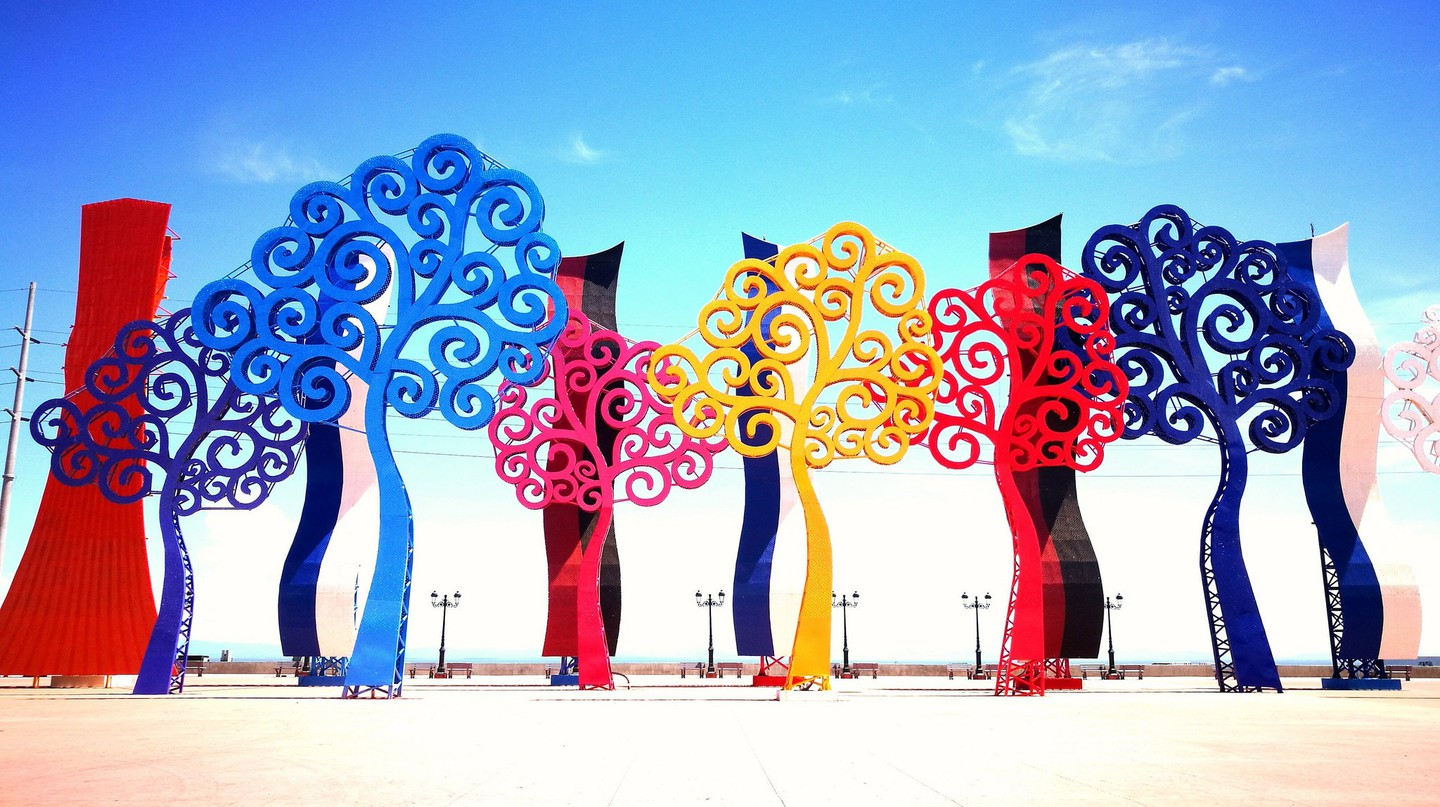 Surreal steel trees bring a splash of colour to Managua streets | © Russell Maddicks /Flickr