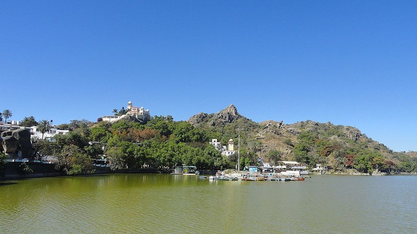 Nakki Lake in Mount Abu | © Arunsbhat / Wikimedia Commons