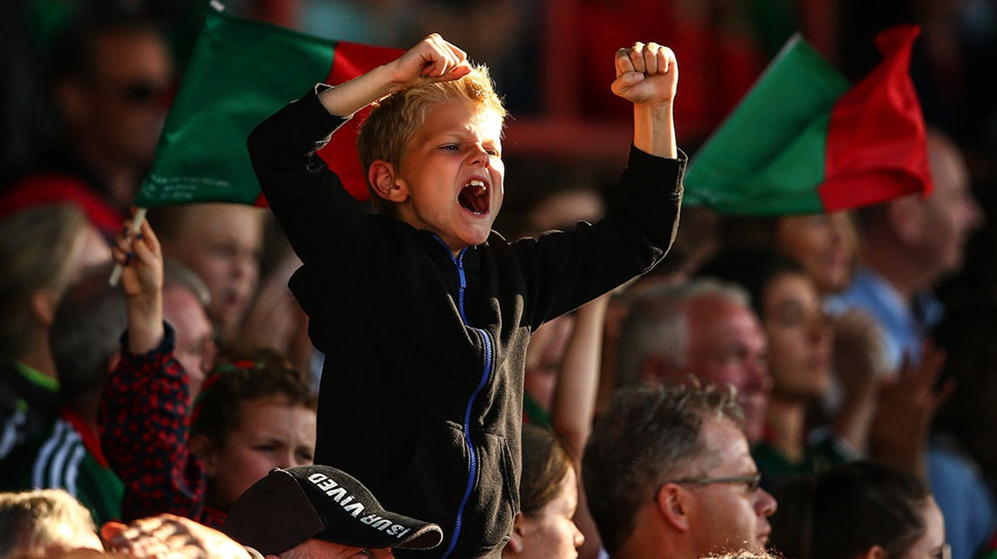 Young fan cheering on County Mayo | © Cathal Noonan/INPHO/REX/Shutterstock