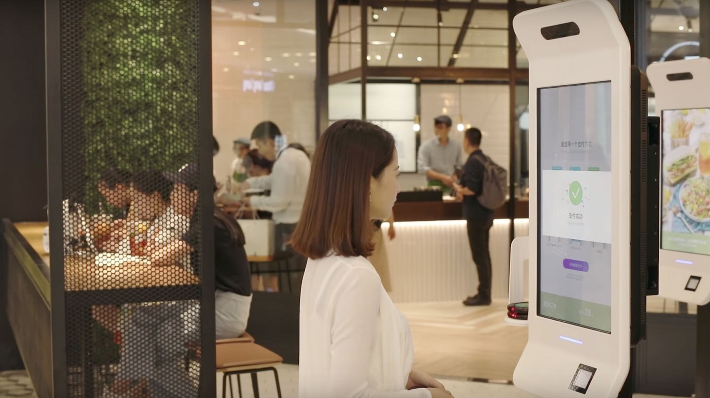 Smile to Pay in action | © Ant Financial / YouTube